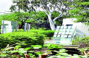 शौर्य स्मारक: शहीदों के नाम हुए धूमिल, पट्टिकाएं भी टूट-फूट रहीं