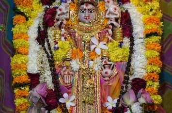 महालक्ष्मी का जन्मोत्सव मनाया, देर रात तक महालक्ष्मी के दर्शन हुए