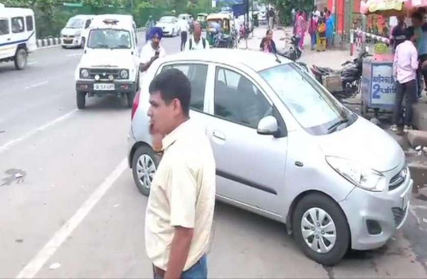 दिल्ली: अक्षरधाम मंदिर के पास कार सवार बदमाशों ने पुलिस पर की फायरिंग