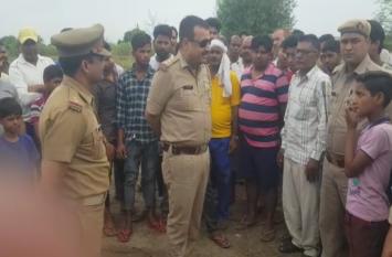 राख में लोगों दिखी ऐसी चीज की गांव में मची सनसनी, पुलिस की टीमों ने उठाया ये कदम- देखें वीडियो