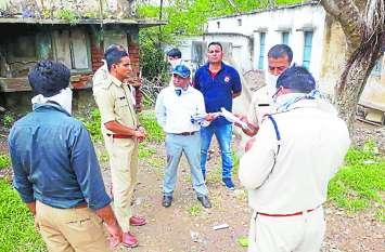 बुजुर्ग दंपती की हत्या, कई दिनो से घर में पड़े थे शव, बदबू आने लगी तो पता चला