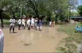 Breaking : दो नाबालिग बच्चे नदी में बहे, दोनों की तलाश जारी , देखें वीडियो