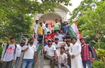 Youth congress का मोदी- योगी सरकार पर हल्ला बोल, किया ये काम