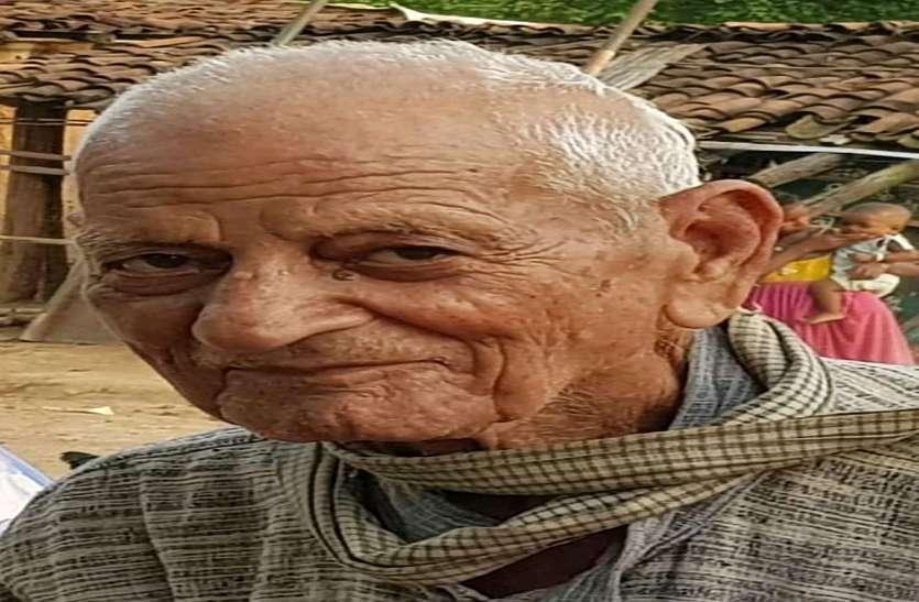 नहीं रहे आदिवासी बच्चों के मसीहा डॉक्टर पीडी खैरा, अंतिम दर्शन के लिए अस्पताल में लगा लोगों का तांता