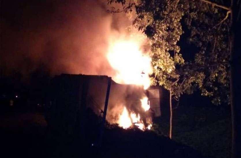 झारखंड में भीषण हादसाः कार पर पलटा कोयले से भरा ट्रक,  जिंदा जले तीन