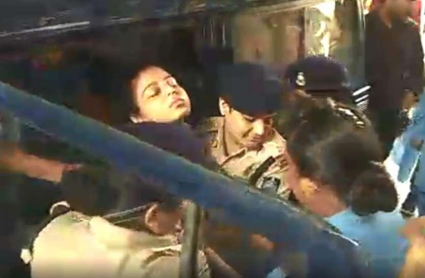 Breaking Video : थाने में आरती फिर हुई बेहोश, अस्पताल लेकर भागी पुलिस