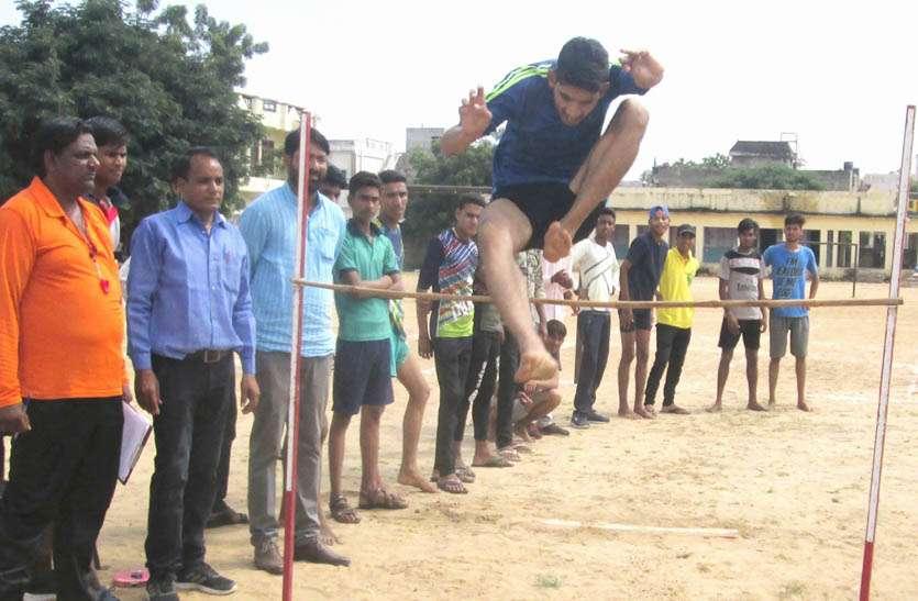 जिला स्तरीय एथलेटिक्स प्रतियोगिता में खिलाडियों ने दिखया दमखम