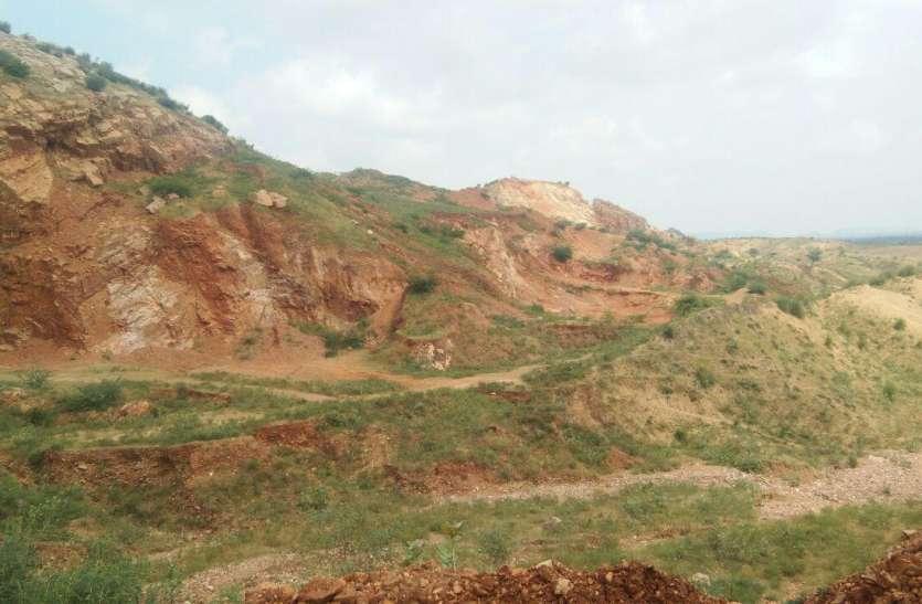 Illegal mining: हो रहा हरियाली का हनन, जंगल रहे ना वन