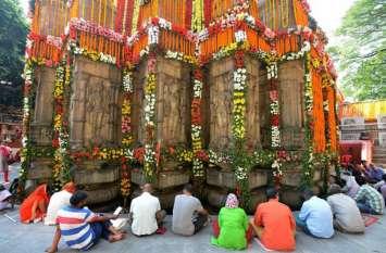 नवरात्र में इन मंदिरों में करें देवी का दर्शन, माता भर देंगी झोली
