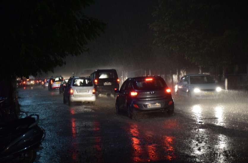 बिजलियों की कडकड़़ाहट के साथ जमकर बरसे मेघ, उदयपुर में दो घंटे में हुई डेढ़ इंच बारिश