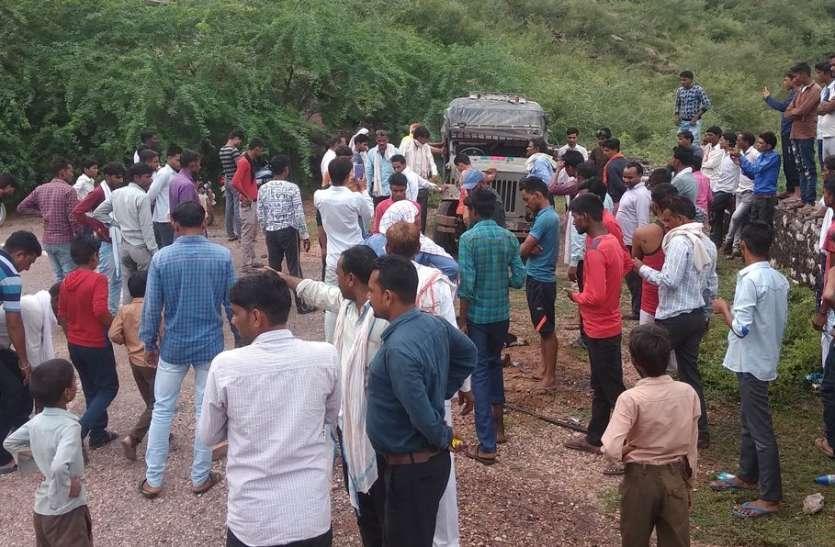 घाटी में जीप पलटी, एक की मौत, सात घायल
