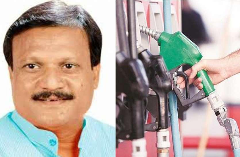 पेट्रोल-डीजल की कीमतों में 'आग', कांग्रेस मंत्री बोले- किसानों की फसलें बर्बाद हुई, इसलिए बढ़ाए दाम