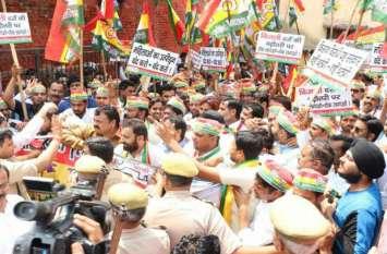 शिवपाल यादव की पार्टी के नेताओं पर दर्ज हुआ मुकदमा तो बोले.. हम लोहियावादी हैं, मुकदमा क्या हम जेल जाने से भी नहीं डरते..जानिए पूरा मामला!
