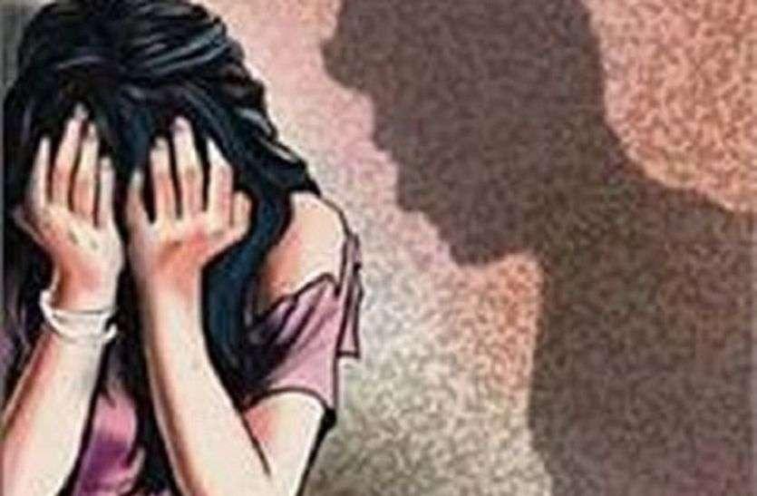 विवाहिता ने एसपी के सामने कांस्टेबल पर लगाया बलात्कार का आरोप, लाइन हाजिर