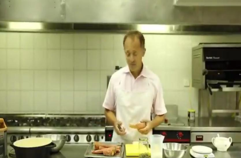 पाकिस्तान में ब्रिटिश उच्चायुक्त ने बनाया गाजर का हलवा, वीडियो हो रहा वायरल
