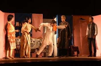 सिन्धी हास्य नाटक में छूटे हंसी के फव्वारे