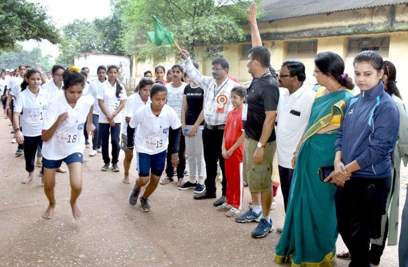 'आत्मविश्वास के साथ छात्राओं ने लगाई दौड़'