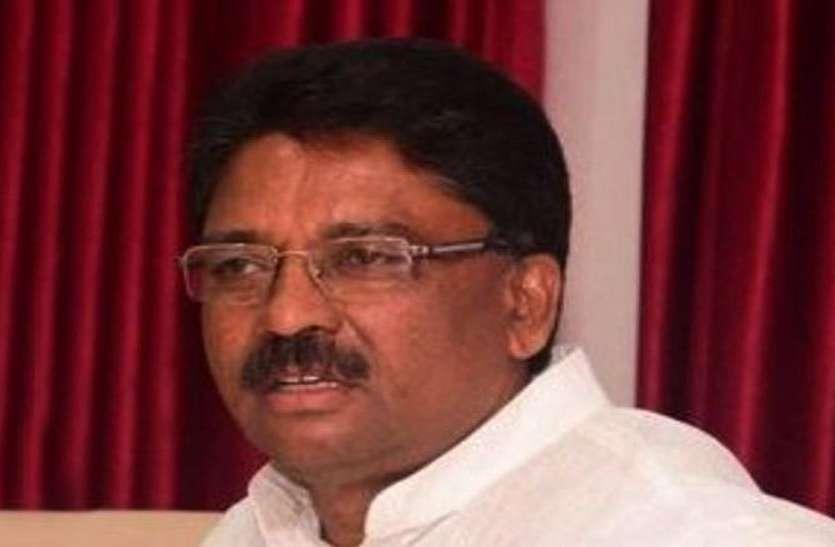 कांग्रेस नेता उग्रप्पा ने चुनाव आयोग को बताया कठपुतली