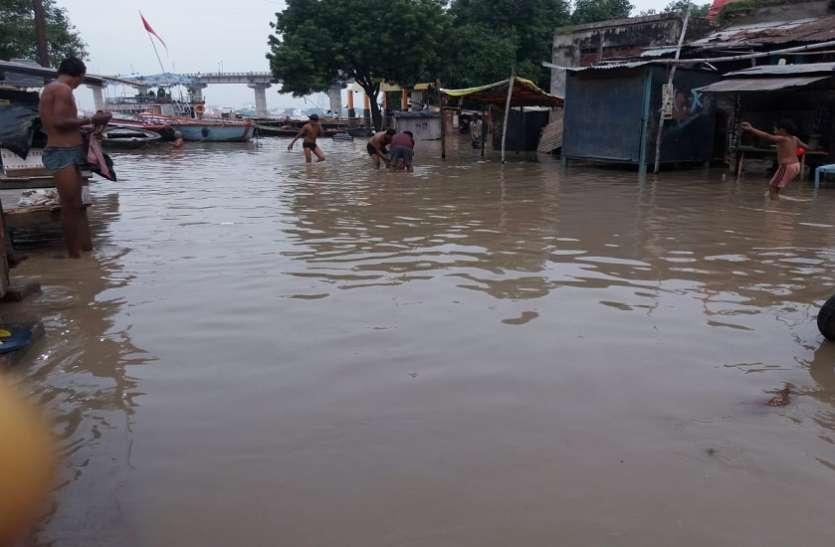 बाढ़ पीडि़तों के लिए राहत की खबर, बनारस में घटने लगा गंगा का जलस्तर