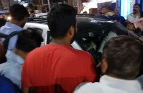 जिस क्षेत्र में हुआ था पलायन, अब वहां महिलाओं पर चढ़ा दी कार, देखें वीडियो