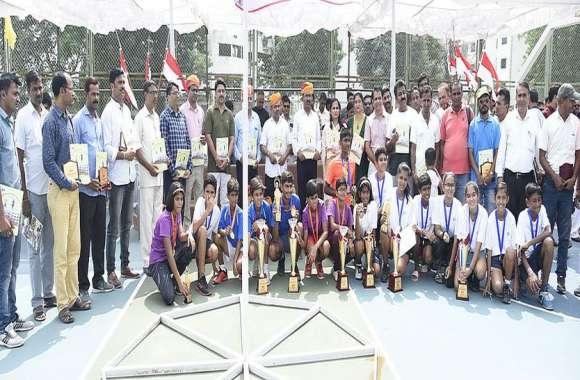 आबूरोड में आयोजित राज्य स्तरीय 14 वर्ष छात्र-छात्रा लॉन टेनिस खेलकूद प्रतियोगिता का समापन