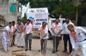 PM MODI; पीएम मोदी के स्वच्छता अभियान की भाजपा नेताओं ने ही उड़ाई धज्जियां
