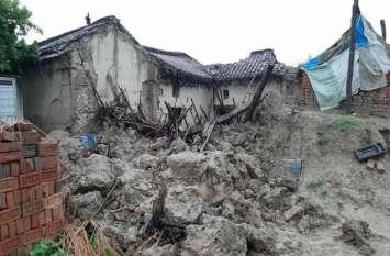 यूपी के चंदौली में लगातार हो रही बारिश में हुआ बड़ा हादसा, कच्चा मकान गिरा, मां और दो बेटों की मौत