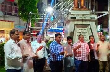 शिवपुरी के भावखेड़ी गांव की घटना पर आक्रोश, कैंडल मार्च निकालकर मृत बच्चों को दी श्रद्धांजलि