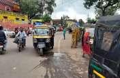 सड़क पर बेतरतीब खड़े हो रहे ऑटो चालकों को पुलिस ने खदेड़ा