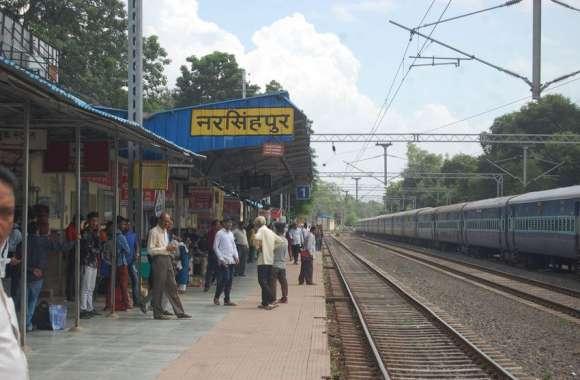 indian rail : इस स्टेशन में ट्रेन आते ही मच जाती है यात्रियों में भगदड़, जानें क्यों...