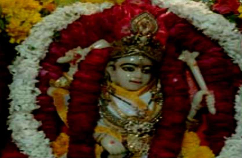 यहां मां अपने भक्तों को एक झरोखे से देती हैं दर्शन, कहा जाता है राजसत्ता की देवी