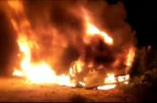 कार और पिकअप की टक्कर से लगी भीषण आग, दिल दहला देने वाला वीडियो आया सामने
