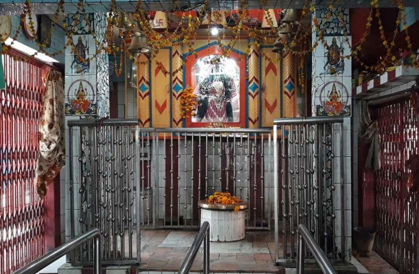 मां के चमत्कारी मंदिर में टंगी हुईं हैं 5 लाख घंटियां, दर्शन मात्र से टल जाती है अकाल मृत्यु