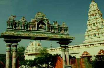 इस देवी मंदिर में रात में आती है हंसने की आवाज