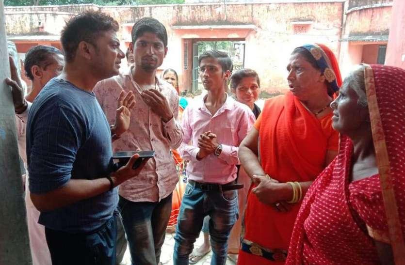 मोहल्ले में शराबियों का आतंक, थाने में पहुंचे लोग