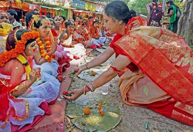 Shardiya Navratri 2019: do kanya puja like this to get money and fame