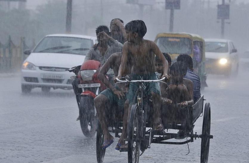 ओडिशा: 8 जिलों में भारी बारिश की संभावना, हीराकुद बांध के गेट खुलने से उफान पर नदियां