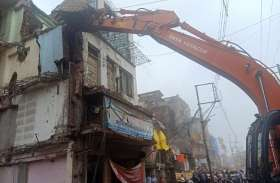 VIDEO : सीतलामाता बाजार में बाधक निर्माण हटाने पहुंची निगम, बिजली काटी और रास्ते किए बंद