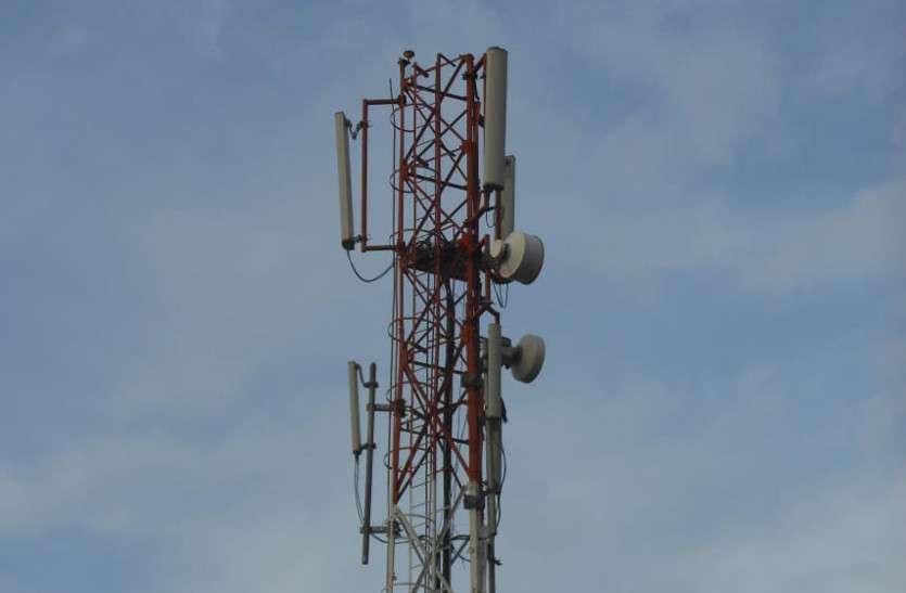 घनी आबादी के बीच लगे हुए हैं मोबाइल टॉवर, रेडिएशन से स्वास्थ्य पर पड़ सकता है बुरा प्रभाव, इसका खतरा...