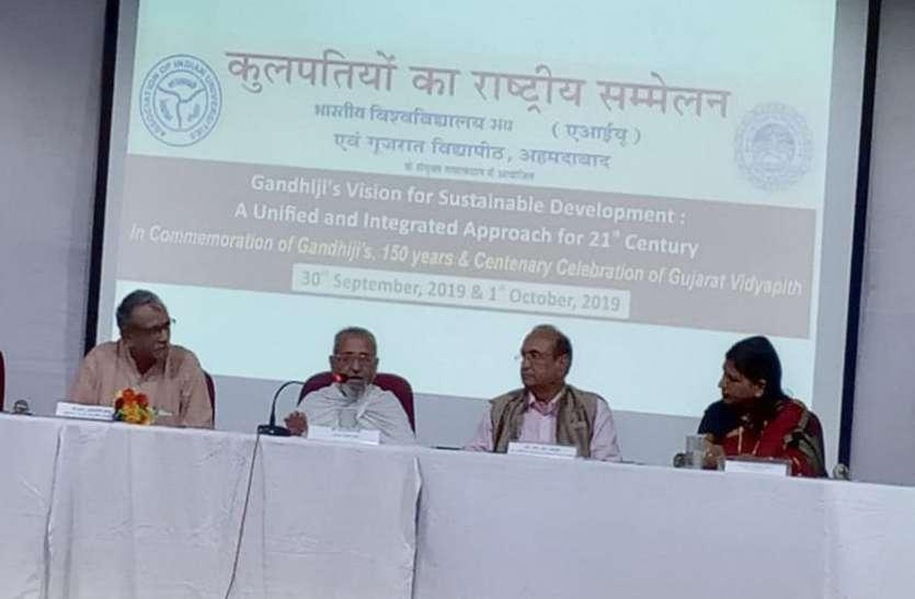 Ahmedabad News: सोशल मीडिया से बाहर निकलकर प्रत्यक्ष संबंध विकसित करने की जरूरत: मिश्र