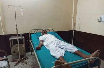 अनशन पर बैठे किसान नेता की तबीयत बिगड़ी, चिकित्सालय में भर्ती करवाया