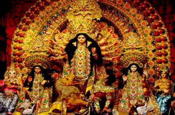 साबुन से यूं बनाई मां दुर्गा की अनूठी मूर्ति, कहीं पंडाल में दर्शाया मानव तस्करी का दर्द