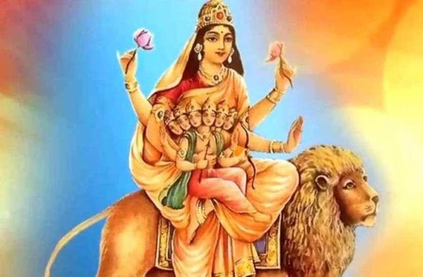 Navratri 2019: संतान के सुख के लिए पंचमी के दिन करें मां स्कंदमाता की पूजा