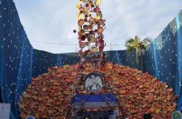 कोलकाता दुर्गा पूजा परिक्रमा : पंडाल में दर्शाया मोबाइल टावर किस तरह ले रहे हैं पक्षियों की जान