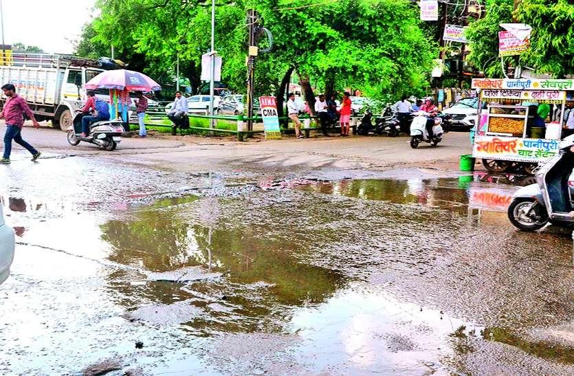 सीवेज का पानी सड़कों पर फैलने के मामले पर मानवाधिकार आयोग ने मांगी रिपोर्ट