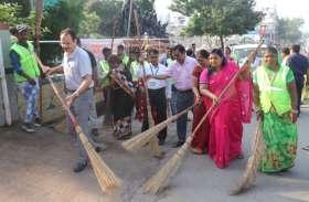 देखिए...बांसवाड़ा में गांधी जयंती के आयोजनों में सफाई अभियान पर मची श्रेय की होड़, नेताओं का अपनी ढपली-अपना राग