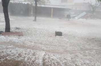 मौसमः पहाड़ों पर बर्फबारी के बाद लुढ़का पारा, देश के 10 राज्यों में भारी बारिश का अलर्ट