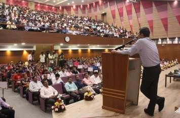 Ahmedabad News: जिला स्तरीय रोजगार मेले में २३00 युवाओं का प्रारंभिक चयन