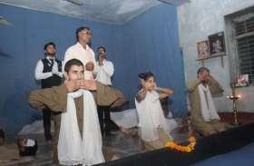 'गांधी को फांसी दो' नाटक का मंचन