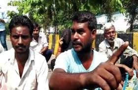 भूमाफियाओं से परेशान परिवार ने दी आत्मदाह की चेतावनी, पुलिस विभाग में मचा हड़कंप, देखें वीडियो-